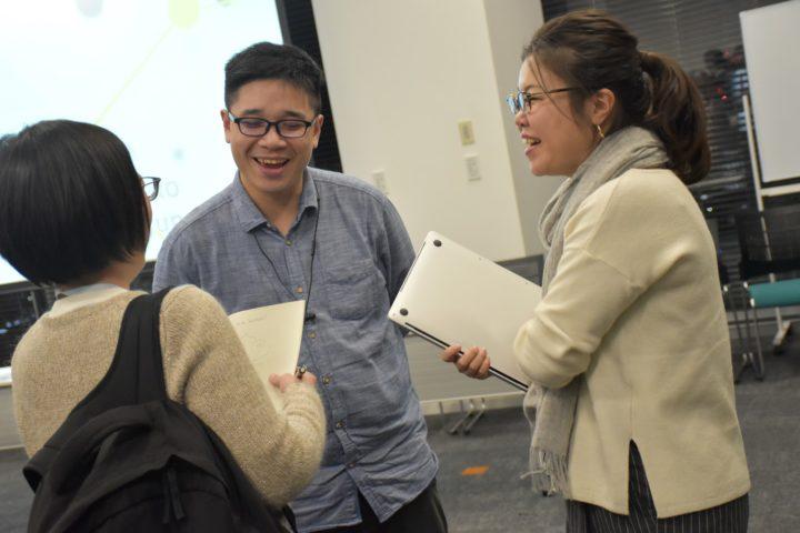 イベント終了後、和やかに談笑するArthur Yeh氏(写真中央)