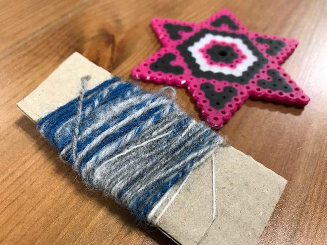 紡いだ糸と道具